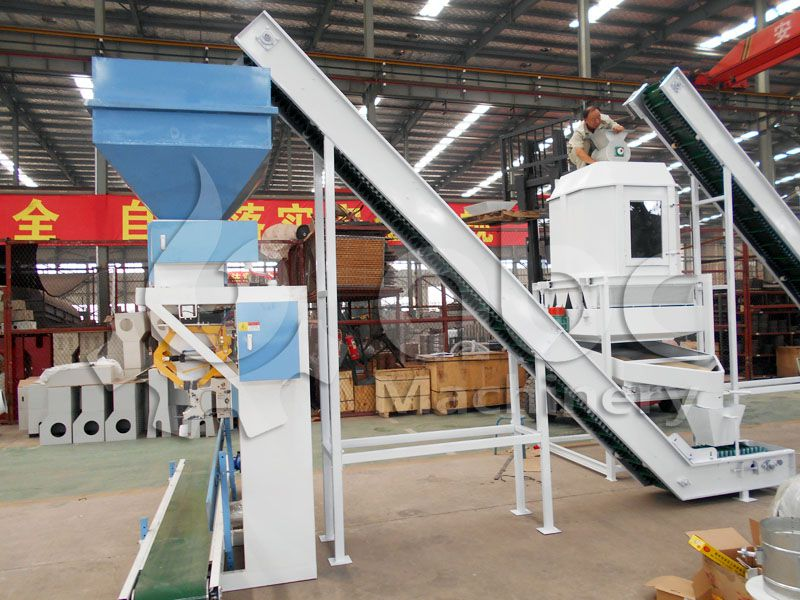 packaging machine of the cattle feed processing line