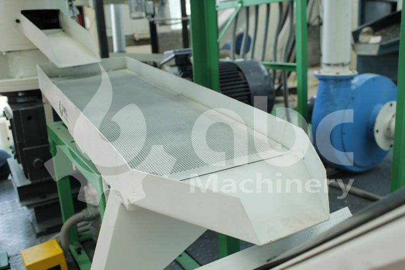 vibrating screen of the pellet machinery