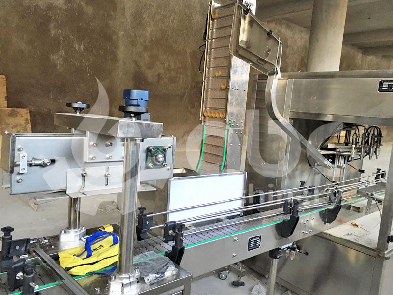 details of the vegetable oil bottling machine in the reining line