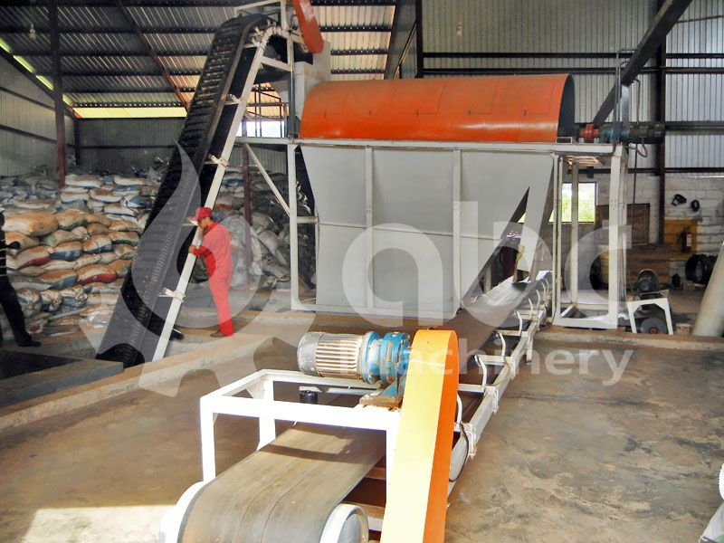 sawdust feeding and cleaning machine of the biomass pellets plant