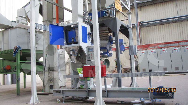 wood pellets bagging machine in the wood pelletizing production line
